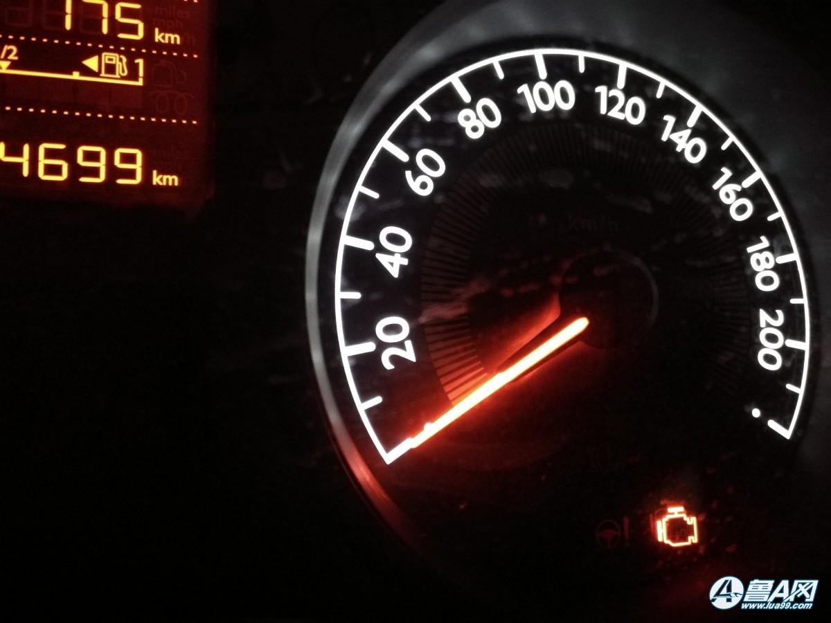 标致301启动后两声报警,还有发动机故障灯亮了怎么回事?