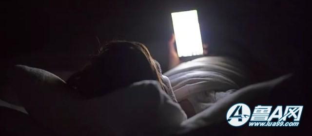 27岁妈妈深夜看手机猝死,被发现时眼睛还盯着手机!