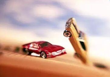 关于交通事故赔偿问题,请车友们帮忙