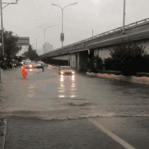 北京遭遇台风雨,长安新CS75助你雨中安全行车